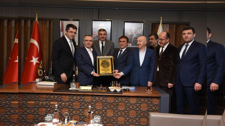 Maliye Bakanı Naci Ağbal, Belediye Başkanı Ercan Çimen'i makamında ziyaret etti.