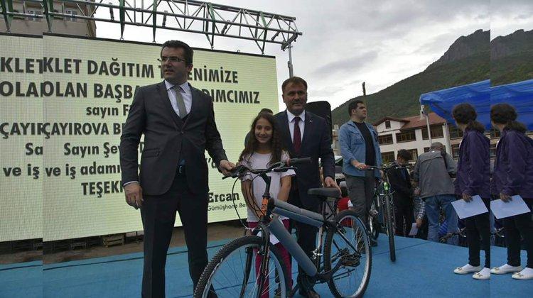 5.sınıf öğrencilerin tamamına bisiklet dağıtıldı