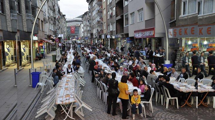 Belediye mahallelerde iftar programı düzenliyor