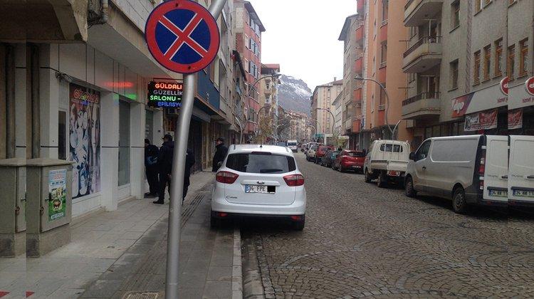 Kaldırım üzerine park edenlere af yok