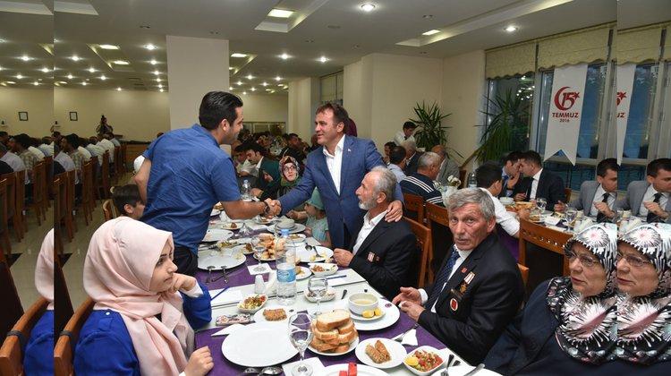 Şehit aileler ve gazilerimizle yemekte bir araya gelindi
