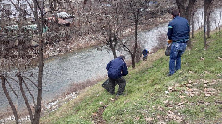 Gümüşhane Belediyesi Harşit Çayı'nda temizlik çalışmalarına devam ediyor