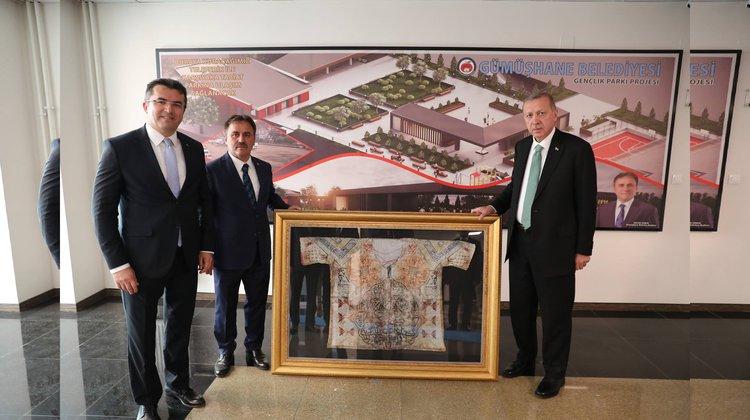 Erdoğan'a Gümüşhane'den tılsımlı gömlek