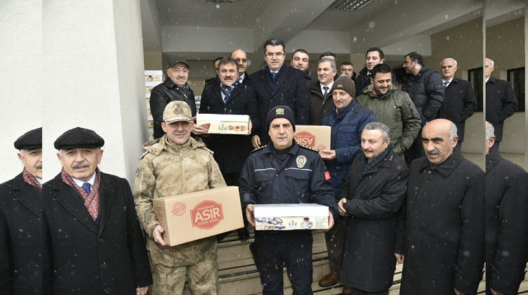Afrin'e 1071 Kilo Pestil-Köme Gönderildi
