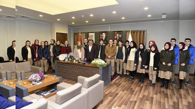 Başkan Çimen, burs alan 20 öğrenciyi kabul etti