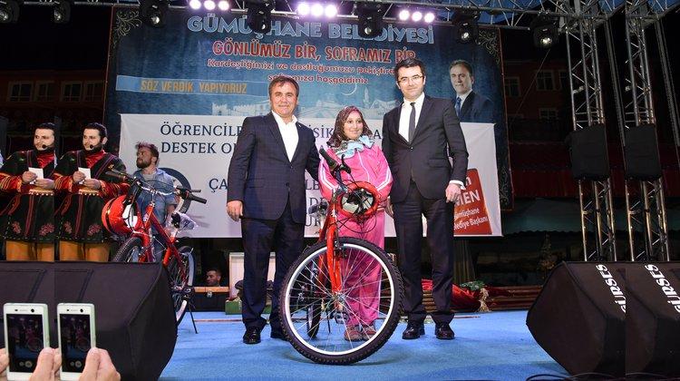 Öğrencilere 500 bisiklet dağıtıldı