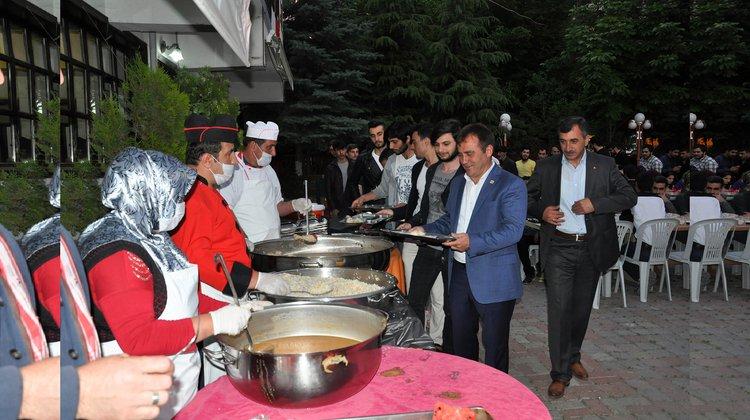 Başkan Çimen ilk iftarını vatandaşlarla yaptı