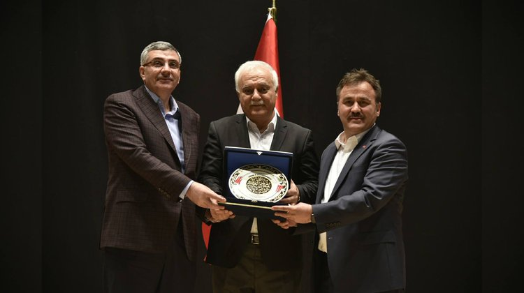 Belediye'den Nihat Hatipoğlu konferansı