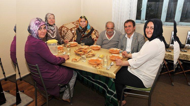 Başkan Çimen, iftar sofralarına konuk oluyor