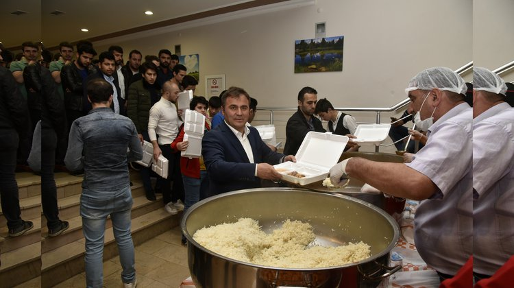 Başkan Çimen, vatandaşlarla iftar etti